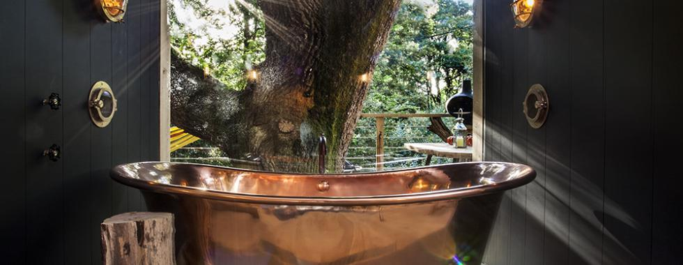 Bathroom of The Woodman's Treehouse in Dorset helped built by Sarnafil registered installers.