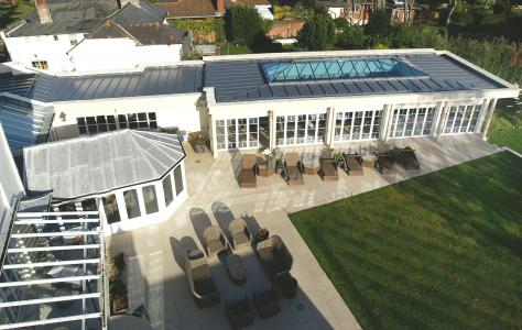 Photo of a commercial building with an extension with flat roof.