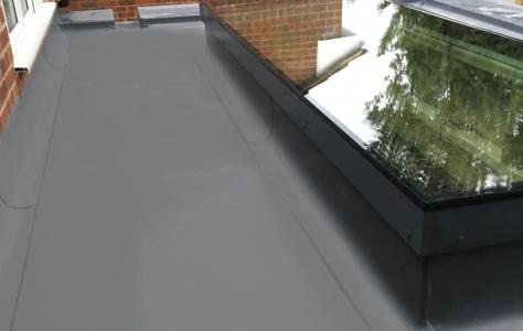 Architect specifies Sarnafil green roof for new home balcony