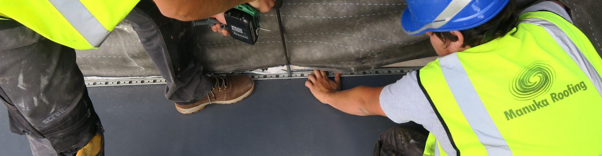 Single ply membrane mechanically fixed