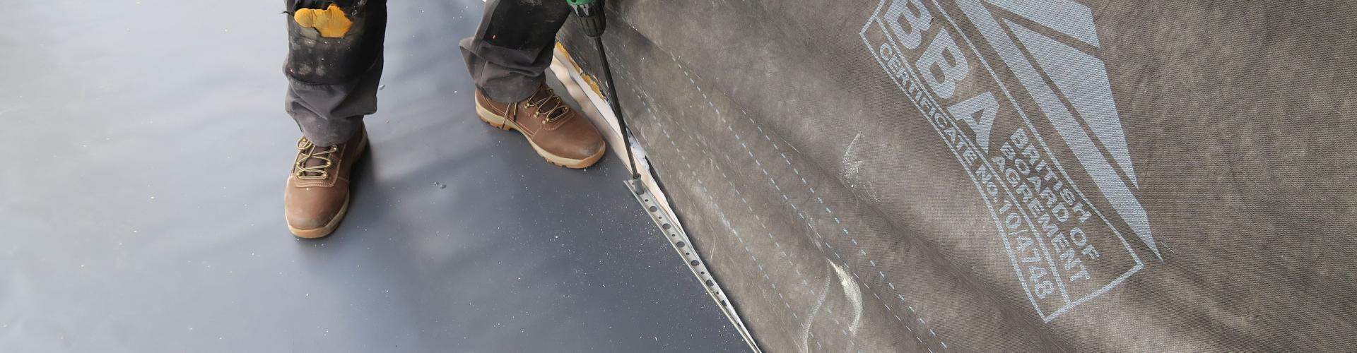 Mechanically fixed grey single ply membrane